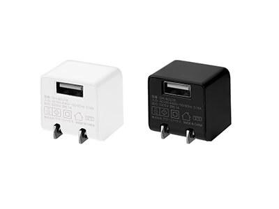 スマホをコンパクトに充電!キューブ形AC充電器が新発売